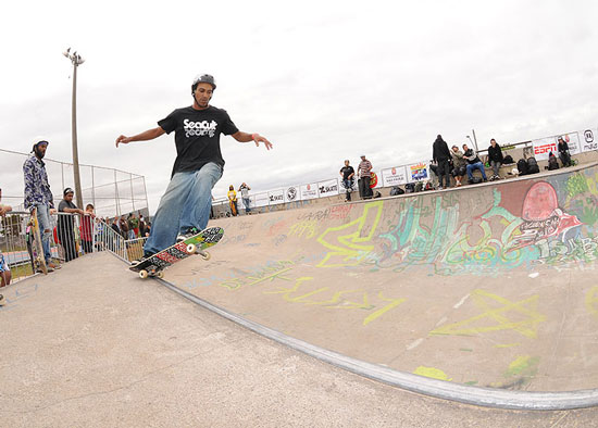 Alessandro Ramos, front side grind