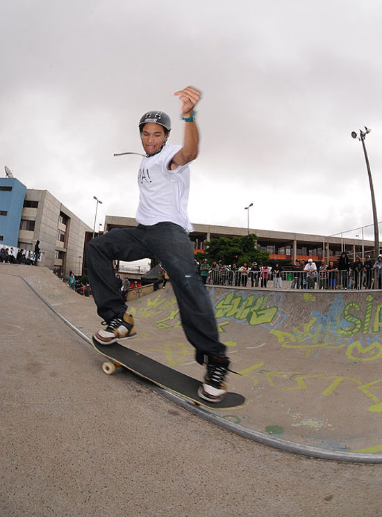 Fernando Uara, front side smith grind
