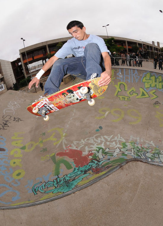Renato, fron side tail grab